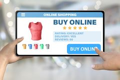 De hand met tabletcomputer die de knoop onttrekt koopt online op bokeh bedrijfsachtergrond - online het winkelen technologieconce stock illustratie