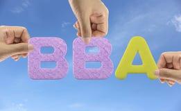 De hand schikt alfabet BBA van acroniemvrijgezel van Zaken Admini Stock Fotografie