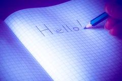 De hand schrijft potloodtekst Hello Brief in notitieboekje stock fotografie
