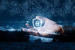 De hand toont een beschermingsnetwerk stock fotografie