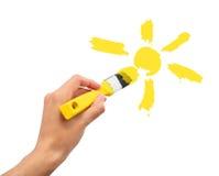 De hand trekt de zon in hemel Royalty-vrije Stock Foto's