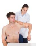 De Hand van artsenexamining patient Royalty-vrije Stock Foto