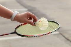 De hand van de badmintonspeler Stock Foto's
