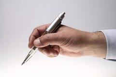 De Hand van de mens met een pen Royalty-vrije Stock Afbeeldingen