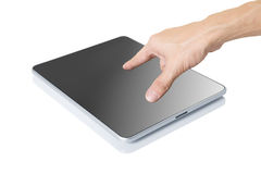 De hand van de mens wat betreft digitale tablet Stock Foto