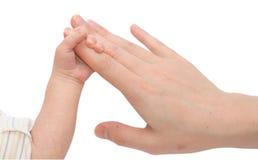 De hand van de Moeders van de Holding van de baby Stock Afbeelding
