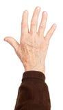 De hand van de oude vrouw op witte achtergrond Stock Afbeeldingen