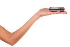 De hand van de vrouw en mobiele telefoon. Stock Foto