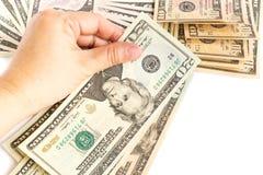 De hand van de vrouw houdt een twintig dollarrekening op witte achtergrond Royalty-vrije Stock Fotografie