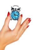 De hand van de vrouw met een klok Stock Foto's
