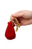 De hand van de vrouw met een rode zak Royalty-vrije Stock Foto