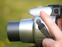 De hand van de vrouw met fotocamera royalty-vrije stock foto
