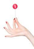 De hand van de vrouw met lolly stock foto