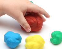 De hand van het kind met playdough Stock Foto's