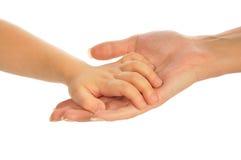 De hand van het kind `s op moeder`s hand Stock Foto's