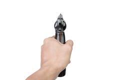 De hand van mensen met een Halfautomatisch die 9mm kanon op witte achtergrond wordt geïsoleerd Stock Afbeeldingen