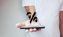 De hand van de mensenholding op het percententeken Royalty-vrije Stock Foto