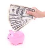 De hand zet geld in spaarvarken Royalty-vrije Stock Afbeelding