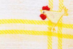 De handdoek gele streep en kip van de keuken Stock Foto