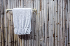 De handdoek hangt Royalty-vrije Stock Afbeelding