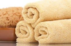 De handdoeken en de spons van het kuuroord Royalty-vrije Stock Fotografie