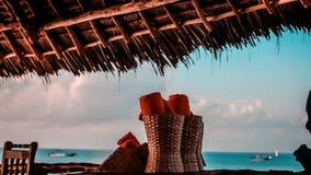 De handdoeken op het strand voor zwemmen in de middag Handdoek na knuppel Royalty-vrije Stock Foto's