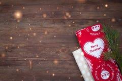 De handdoeken van de Kerstmiskeuken op de houten achtergrond Royalty-vrije Stock Fotografie