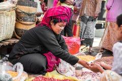 De handel voor de inwoners van Birma is de belangrijkste bron van inkomsten Stock Foto's