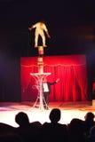 De handeling van het de kunstenaarssaldo van het circus royalty-vrije stock fotografie