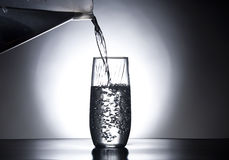 De handeling van het gieten van water. royalty-vrije stock foto's