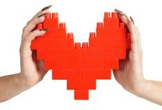 De handen die van de vrouw hart houden Stock Afbeelding