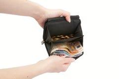 De handen houden een portefeuille met geld stand Royalty-vrije Stock Afbeeldingen