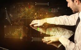 De handen navigeren op high-tech slimme lijst met bedrijfspictogrammen Royalty-vrije Stock Foto