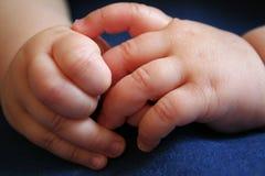 De Handen van de baby stock foto's