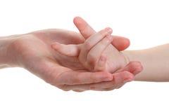 De handen van de baby en van moeders die op wit worden geïsoleerdw stock fotografie