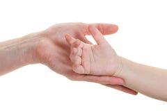 De handen van de baby en van moeders die op wit worden geïsoleerdw stock afbeelding