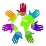 De handen van de diversiteit rond de wereld Stock Afbeeldingen