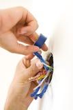 De handen van de elektricien 's Stock Afbeeldingen