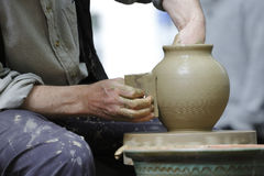 De handen van de pottenbakker Royalty-vrije Stock Foto's
