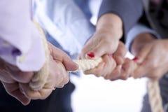 De handen van de touwtrekwedstrijd Royalty-vrije Stock Afbeeldingen