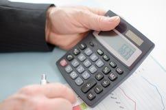 De handen van de zakenman met calculator Royalty-vrije Stock Foto