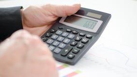 De handen van de zakenman met calculator Royalty-vrije Stock Afbeeldingen