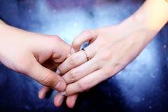 De handen van het huwelijk royalty-vrije stock foto
