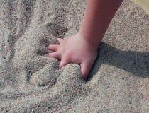 De Handen van het kind stock fotografie