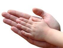 De handen van het kind en van de ouder samen stock fotografie