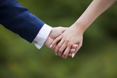 De handen van de het paarholding van het huwelijk Royalty-vrije Stock Foto