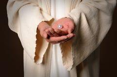 De handen van Jesus Holding Pearl Royalty-vrije Stock Foto