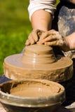 De handen van pottenbakkers stock fotografie