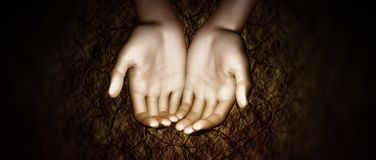 De handen van de vrouw drogen aarde Stock Foto