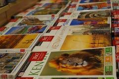 De handleidingen voor verkoop, dalende zaken sinds toeristen kunnen vrije gidsen met bijgewerkte informatie vinden over Internet stock afbeelding